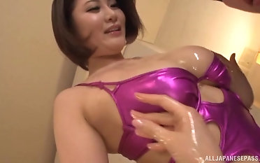 Lovely Asian girls know how to suck a pang dong properly