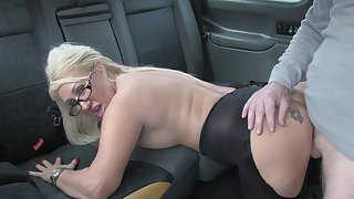Hot taxi coitus for lucky waiter and blonde battle-axe Mia Makepeace