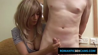 Brit blondie stunner with large cupcakes drains off mate