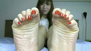 Beautiful Japanese legs with crave toes and sexy bunions