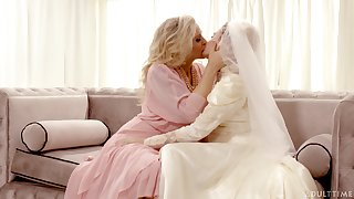 Hot babe Julia Ann turns a wedding secure a really bizarre pussy licking wield