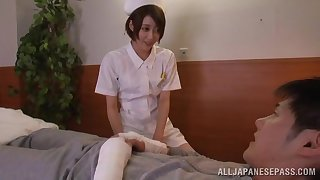 Japanese nurse Makoto Yuuki takes sorrow of the brush patient's huge horseshit